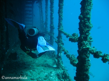 diver_on_deck_hmas_brisbane
