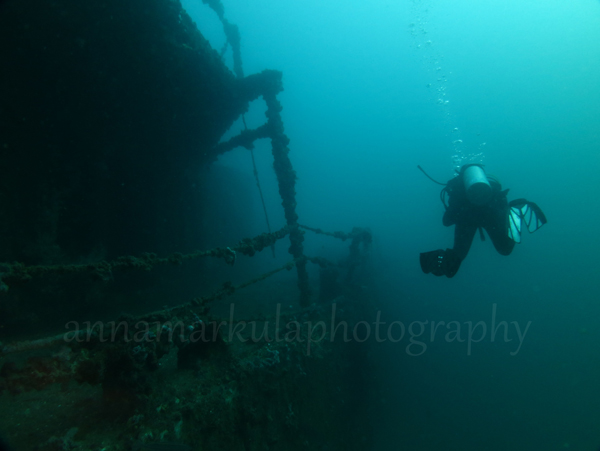 diver_and_hmas_brisbane