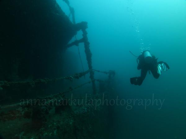 diver_and_hmas_brisbane